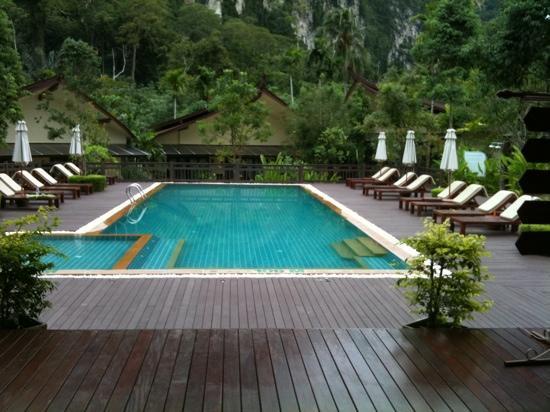 Aonang Phu Petra Resort, Krabi Thailand: wonderful cliff view
