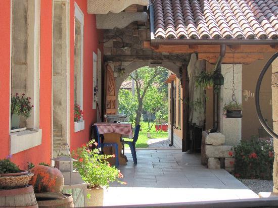 Agriturismo Le Torri di Slivia: Vista laterale