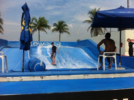 Wave House Sentosa: Flowrider
