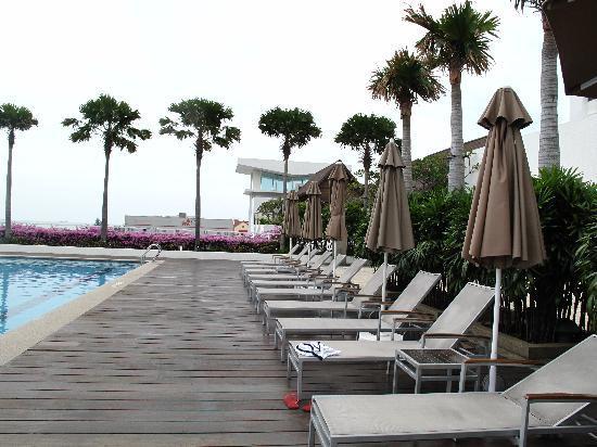 โรงแรมฮอลิเดย์ อินน์ มะละกา: The poolside
