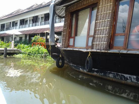 Citrus Retreats Alleppey: The property is connected by a boat