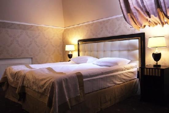Reikartz Dnеpropetrovsk Hotel: Double bedroom