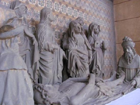 St. Gangolf: outside: the grablehungsgruppe