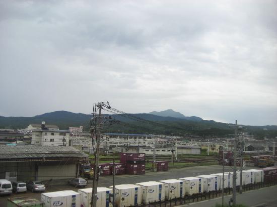 Hotel New Green Kashiwazaki: 駅前 米山を望む