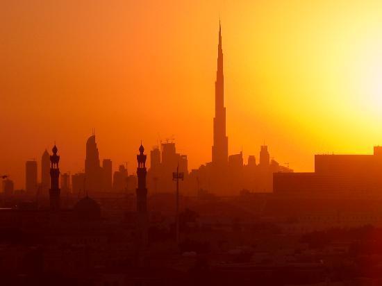 Premier Inn Dubai International Airport Hotel: Sunset from Premier Inn pool