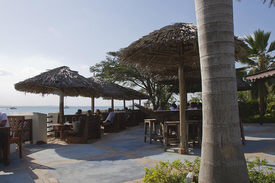 The Waterfront Sunset Restaurant & Beach Bar : Great location