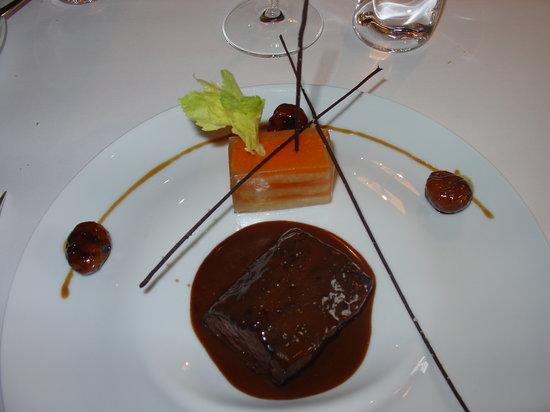 Château Cordeillan-bages : biche sauce fruits rouges et céleri