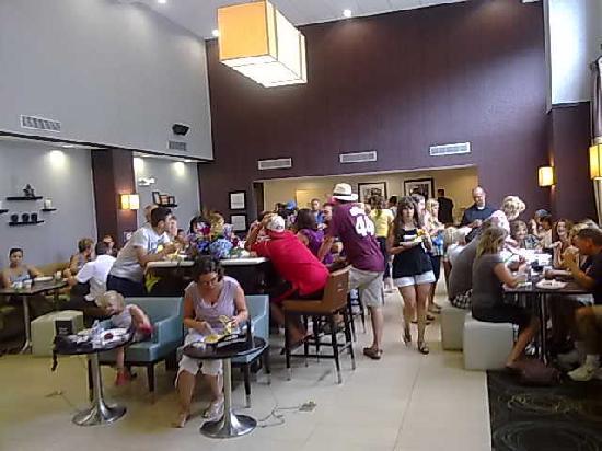 Hampton Inn & Suites Parsippany/North: Bit crowded