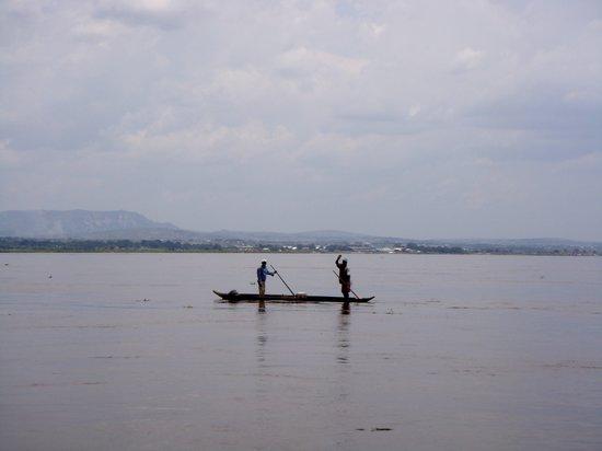 Kinshasa, República Democrática del Congo: Pescatori sul Fiume Congo