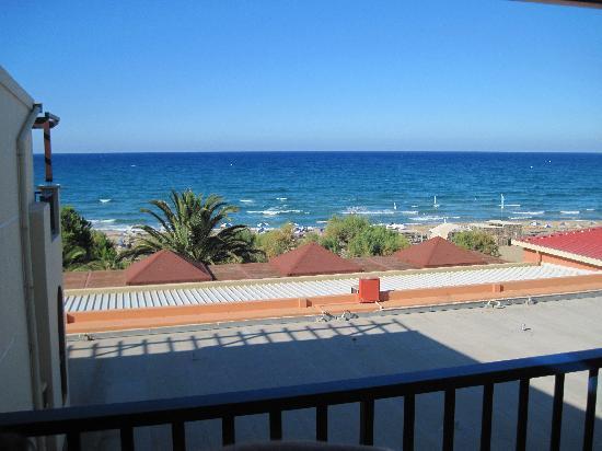 Mare Monte Beach Hotel: Chambre 423 : quand ils veulent et pour le même prix, c'est mieux !