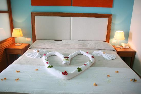 Kiani Beach Resort Family All Inclusive: a wedding decoration for our anniversary