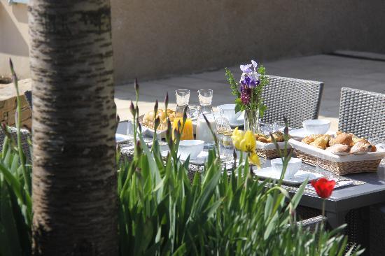 Chavagnes-en-Paillers, Francia: Petits déjeuners en terrasse