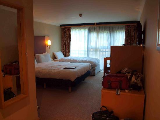 DoubleTree by Hilton Edinburgh - Queensferry Crossing: My room