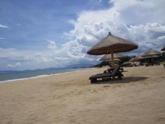 Renaissance Sanya Resort & Spa: Empty Beach