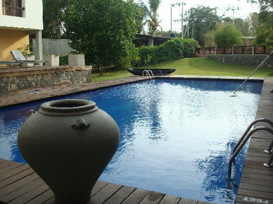 Sorowwa Resort & Spa: Pool side in sorowwa Hotel