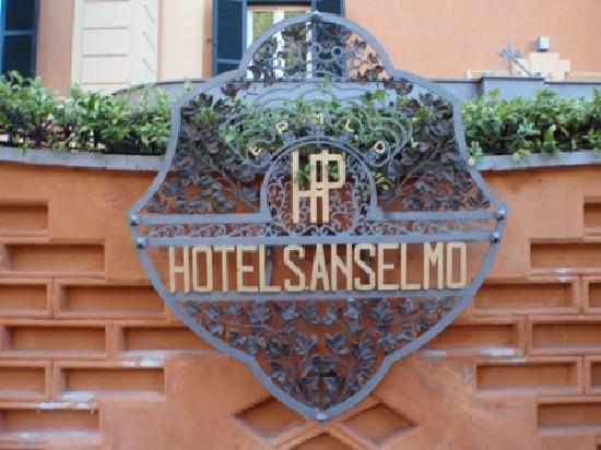Hotel San Anselmo: Hotel sign