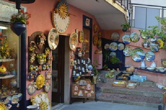 Ca' de Baran: pottery shop below
