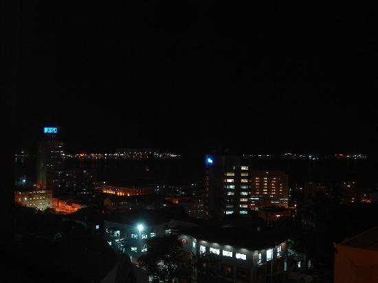 Hotel Tropico: Vistas de noche