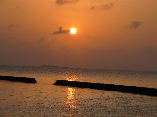 บารอส มัลดีฟส์: sunset