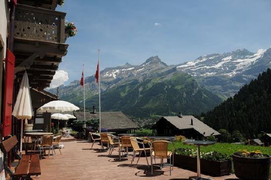 Hotel du Pillon: Terrasse