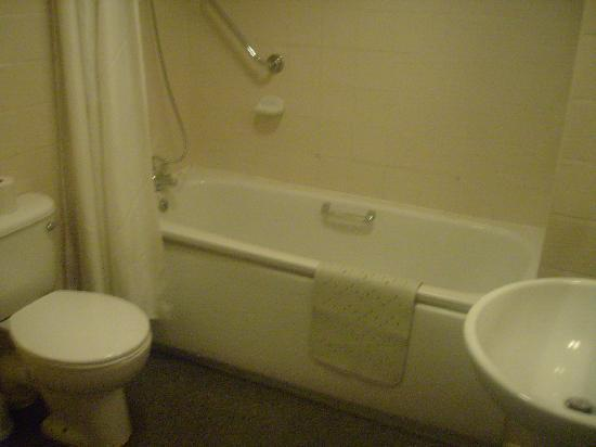 Dunoon, UK: Basic bathroom