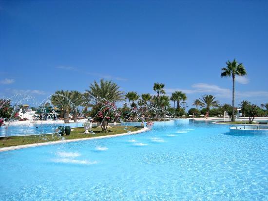 Djerba Plaza Hotel & Spa : La splendide piscine