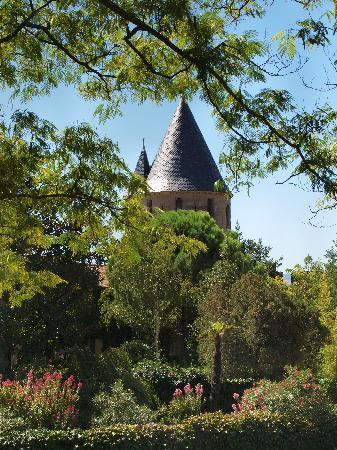 Liste des comtes de Carcassonne : two of the 53 towers from inside the city