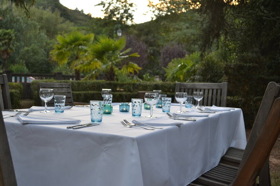 Les Marguerites: Dinner in the garden
