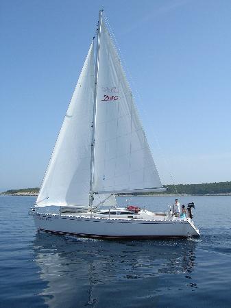 Zephyrus Boutique Accommodation: yacht charter