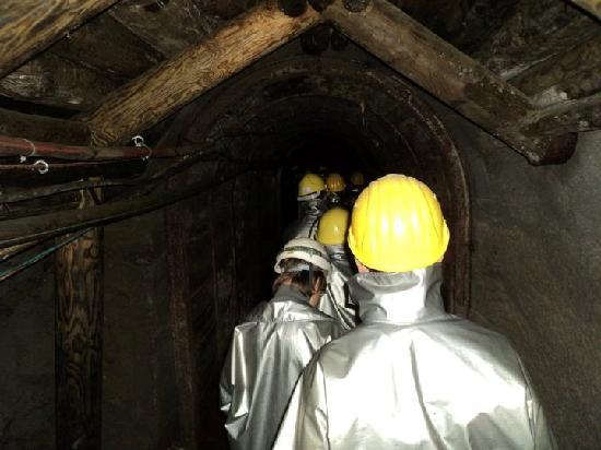 Avventura in Miniera : passaggio a piedi nella miniera