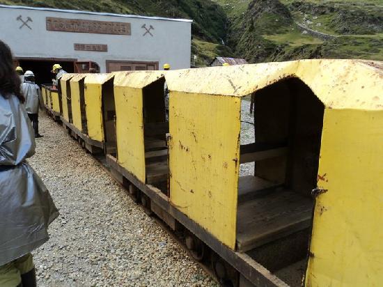 Avventura in Miniera : trenino originale dei minatori
