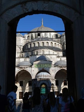 มัสยิดสุลต่านอาห์เมต: the entrance