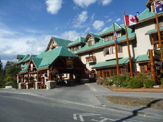 Rimrock Resort Hotel: Out front