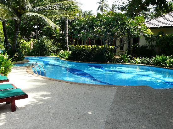 Baan Chaweng Beach Resort & Spa: The pool, can see our bungalow in the background!