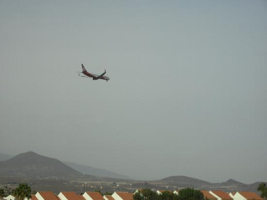 Royal Park Albatros: Low flying aircraft from balcony