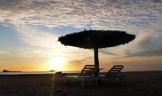 Pigeon Island Beach Resort: sunrise