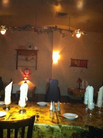 Lounge at Village Green Resort: interior