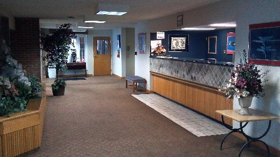 Fairborn, OH: Lobby and front desk (pretty nice)