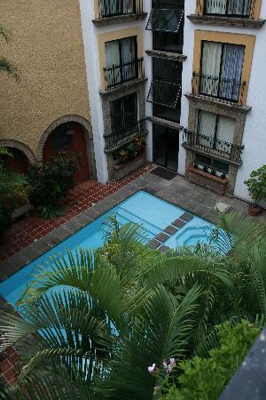 Hotel de Mendoza: View of the pool, from the inner deck