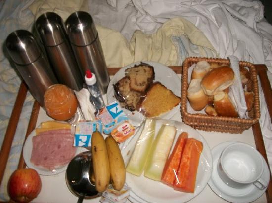 Hotel Coquille - Ubatuba: cafê da manhã entregue no quarto