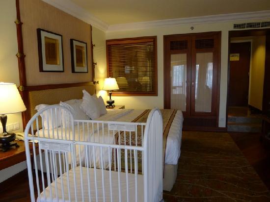 เดอะลากูน่า อะลักชัวรี่คอลเลคชั่น รีสอร์ท & สปา: Bedroom, with optional baby cot