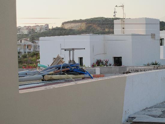 Hotel Atlantida Mare: Altra vista dal balcone verso Sud...