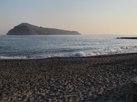 Hotel Atlantida Mare: Spiaggia di fronte