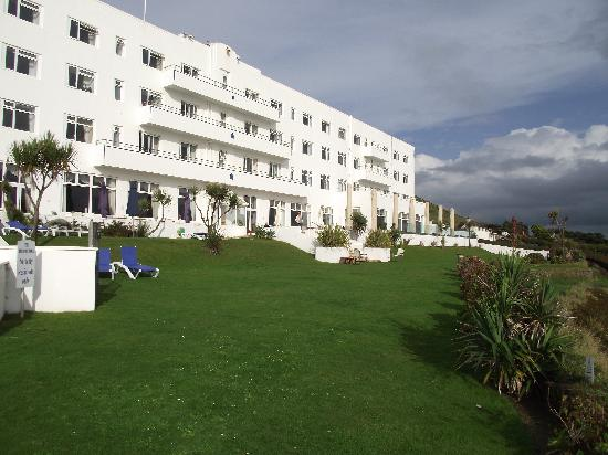 Saunton Sands Hotel: View from pool toward hotel