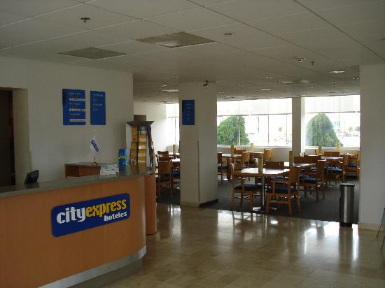 City Express Reynosa: LOBBY