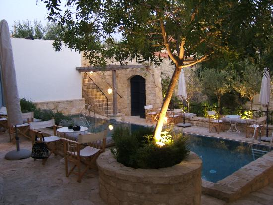 Apokryfo Traditional Houses: The pool in the evening
