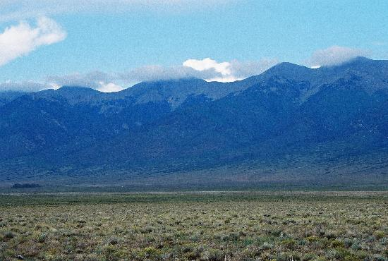 Silver Ridge Lodge: Sangre de Cristo range along US 285 in San Luis Valley