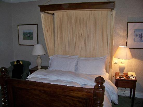 Dunraven Arms Hotel: Room Interior