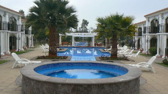 Hotel Serena Dream: Jacuzzi y piletas, Dptos a los lados