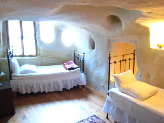 Esbelli Evi Cave Hotel: children's room in family cave suite